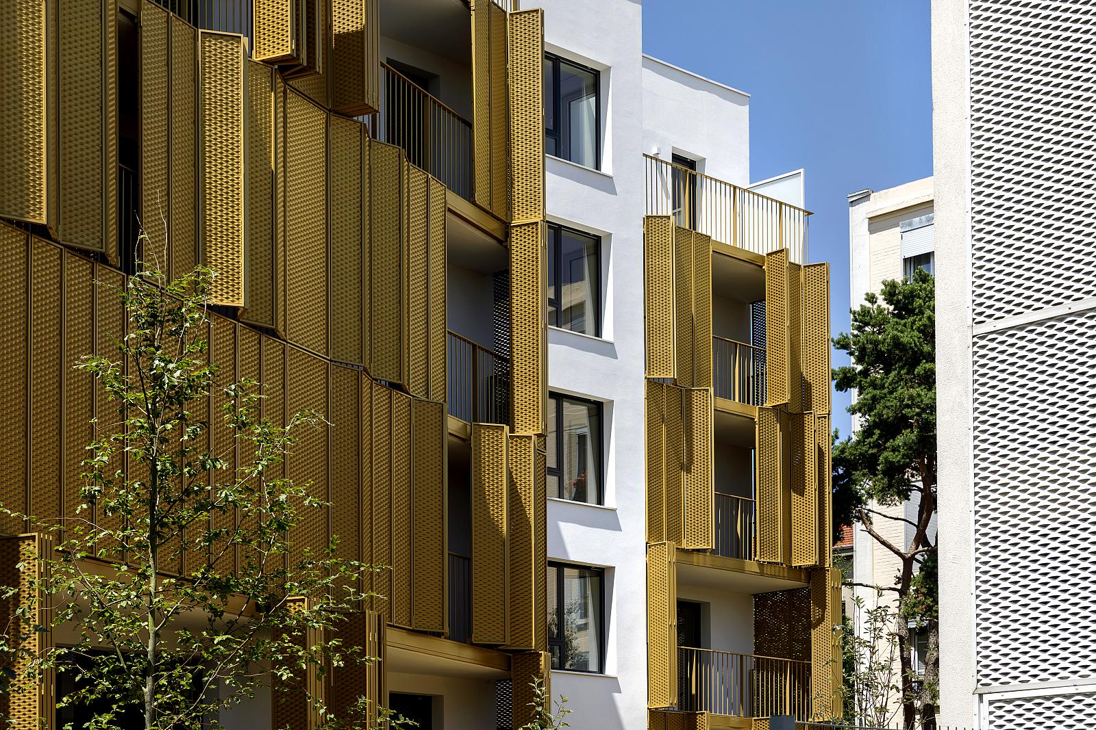 New dynamic façade in Paris - playful and sunny | Soltec