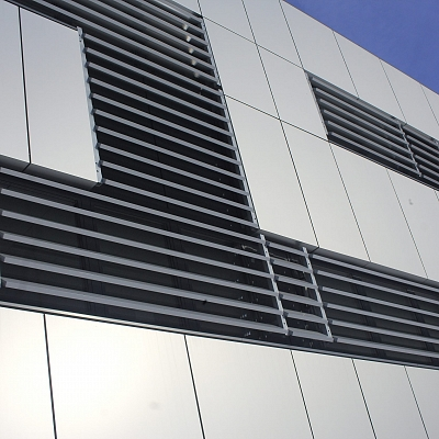 PROJECT COMMERCIAL BUILDING – Facade with sunbreakers, which ensure an important effect on Day lighting Performance and Energy Consumption. Engineering, Production, Supply, Installation.