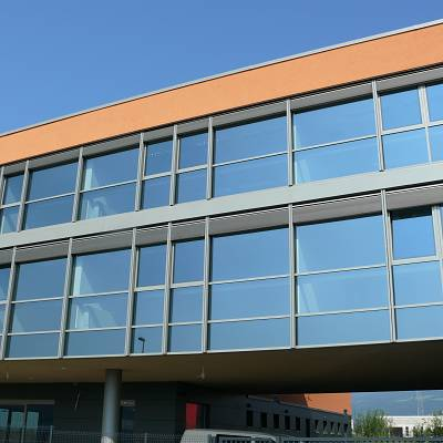 PROJECT COMMERCIAL BUILDING – production and implementation of Z90 blinds. Production, supply, installation.