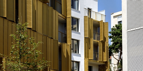 New dynamic façade in Paris – playful and sunny